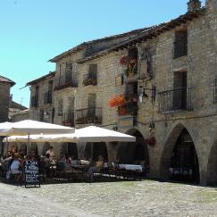 Ainsa-pueblo-bonito-ganitas-de-andurrear3